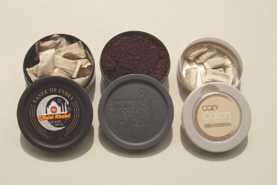 Drei dosen snus – normale portion, loser snus, mini-portion